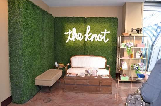 The Knot Lounge April 2014